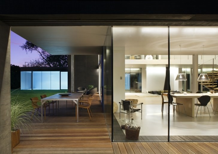 Zombie-Proof Safe House By KWK Promes2