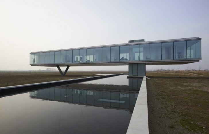 Villa Kogelhof aanzicht met vijver Architectenbureau Paul de Ruiter