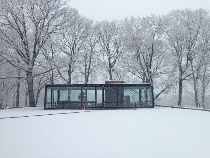 glass house philip johnson snow